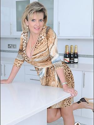 Fully fashioned nylons leggy milf - presented by Lady Sonia