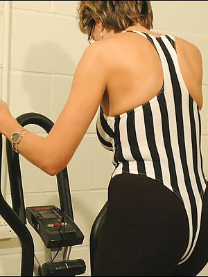Kinky mature gym dominatrax blowjob - courtesy of Lady Sonia