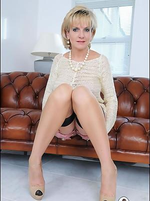 Nylons milf sonia spreading on sofa - featuring Lady Sonia